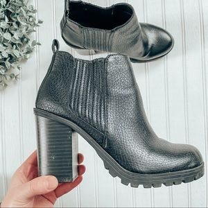 Sam & Libby Black Heeled Ankle Bootie Size 6
